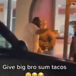 【動画】ファーストフード店の前で口論になった男が衝撃の行動