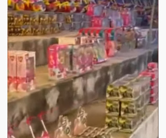 【動画】ギャングが子供の日に大量の玩具を子供達にプレゼントする