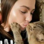【動画】飼い主とキスをしたがるネコが可愛い