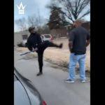 【動画】男2人の喧嘩。バットを持った男が威嚇するが…
