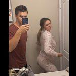 【動画】鏡を見ながら腰振りダンスをする女性が腰を痛めてしまう